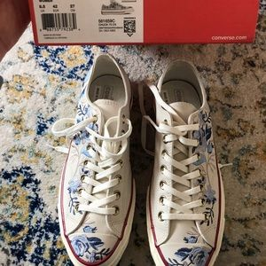 NIB floral embroidered converse final price NWT